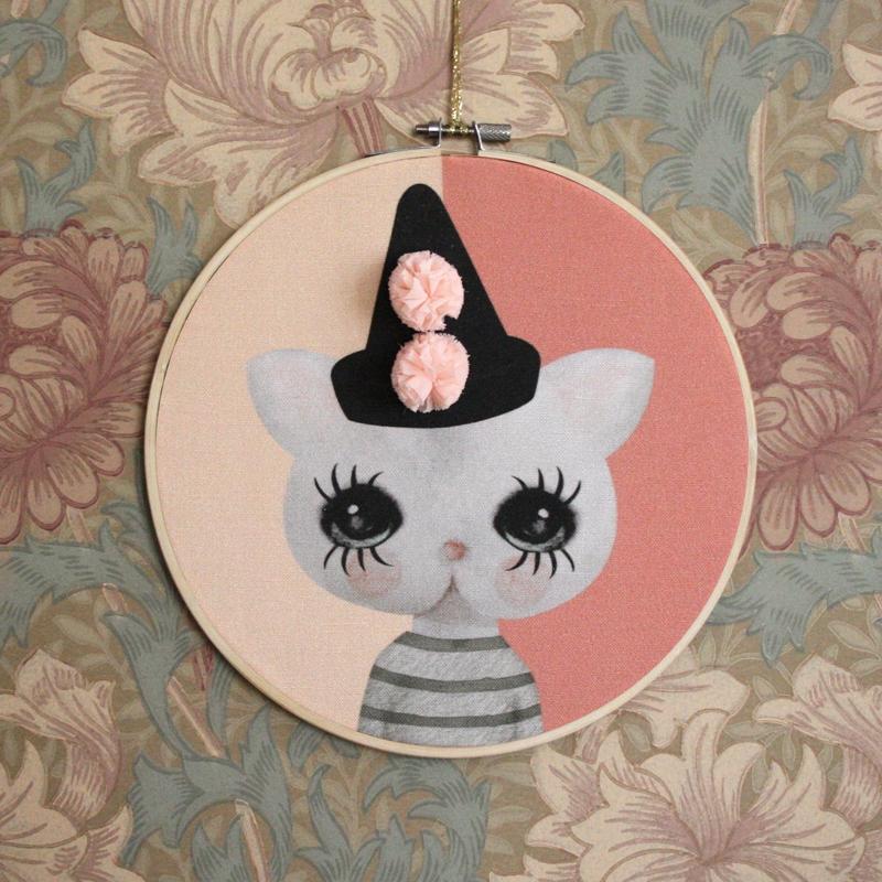 Prívesok retro mačka klaun ružová vzor Dizajn