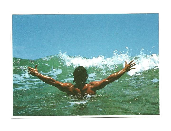 Pocztówka - Pływak i wyzwanie rzucone falom oceanu