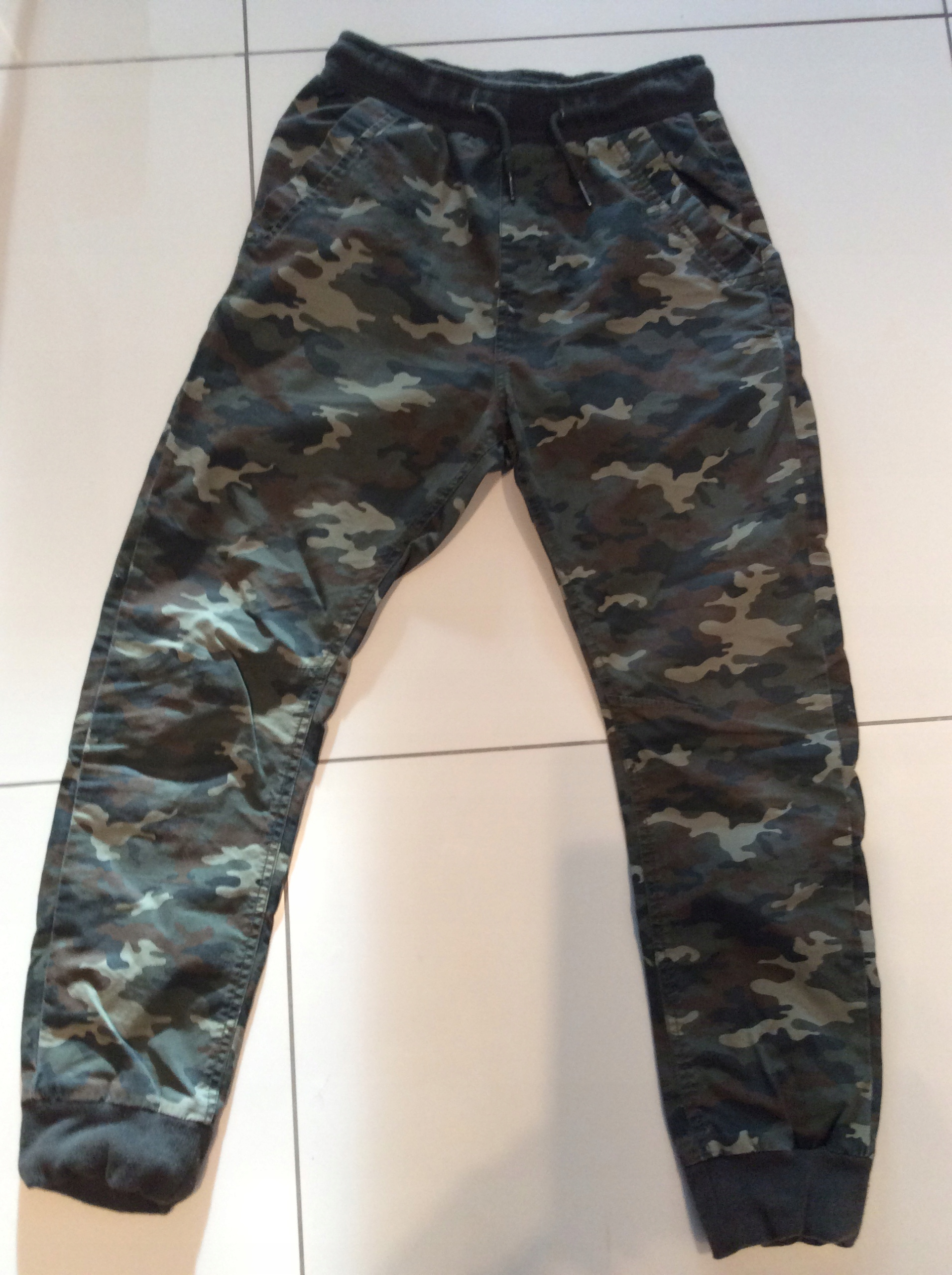 66c6580a3fe3 Spodnie moro RESERVED roz 158 - 7648806498 - oficjalne archiwum allegro