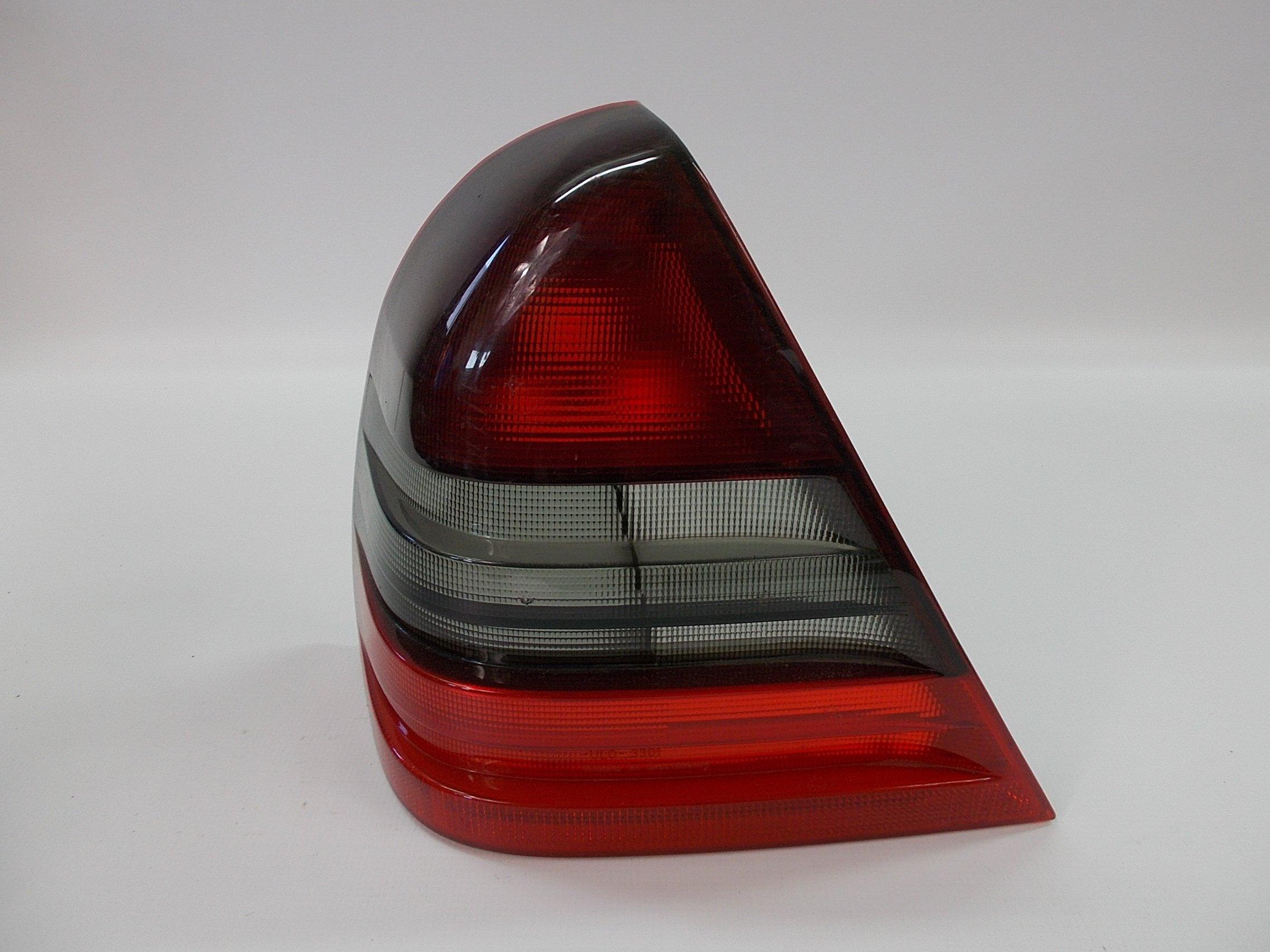 LAMPA TYLNA MERCEDES W202 C KLASA SEDAN EUR LEWA