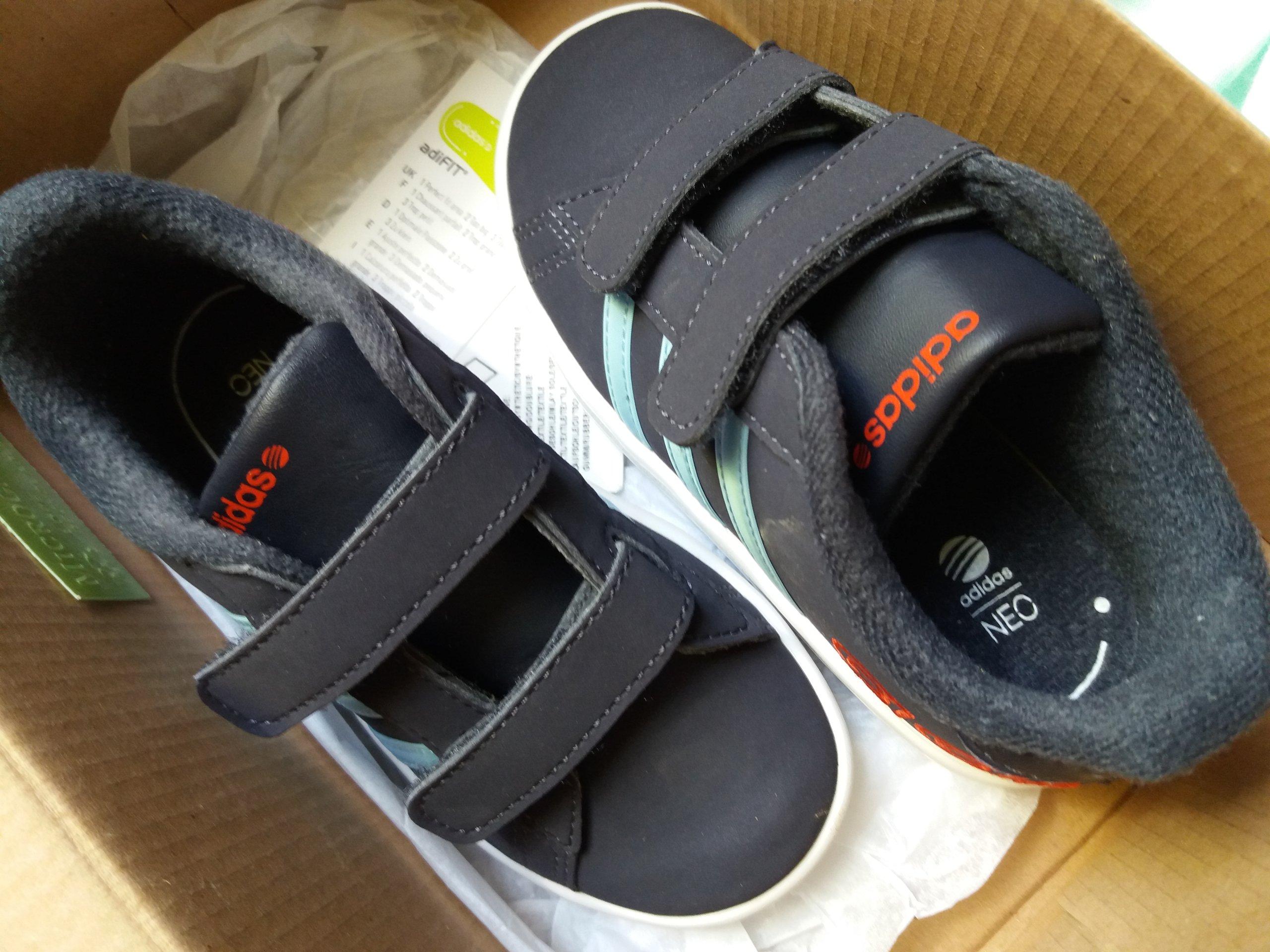 Adidas super lekkie i wygodne buciki sportowe 25.5