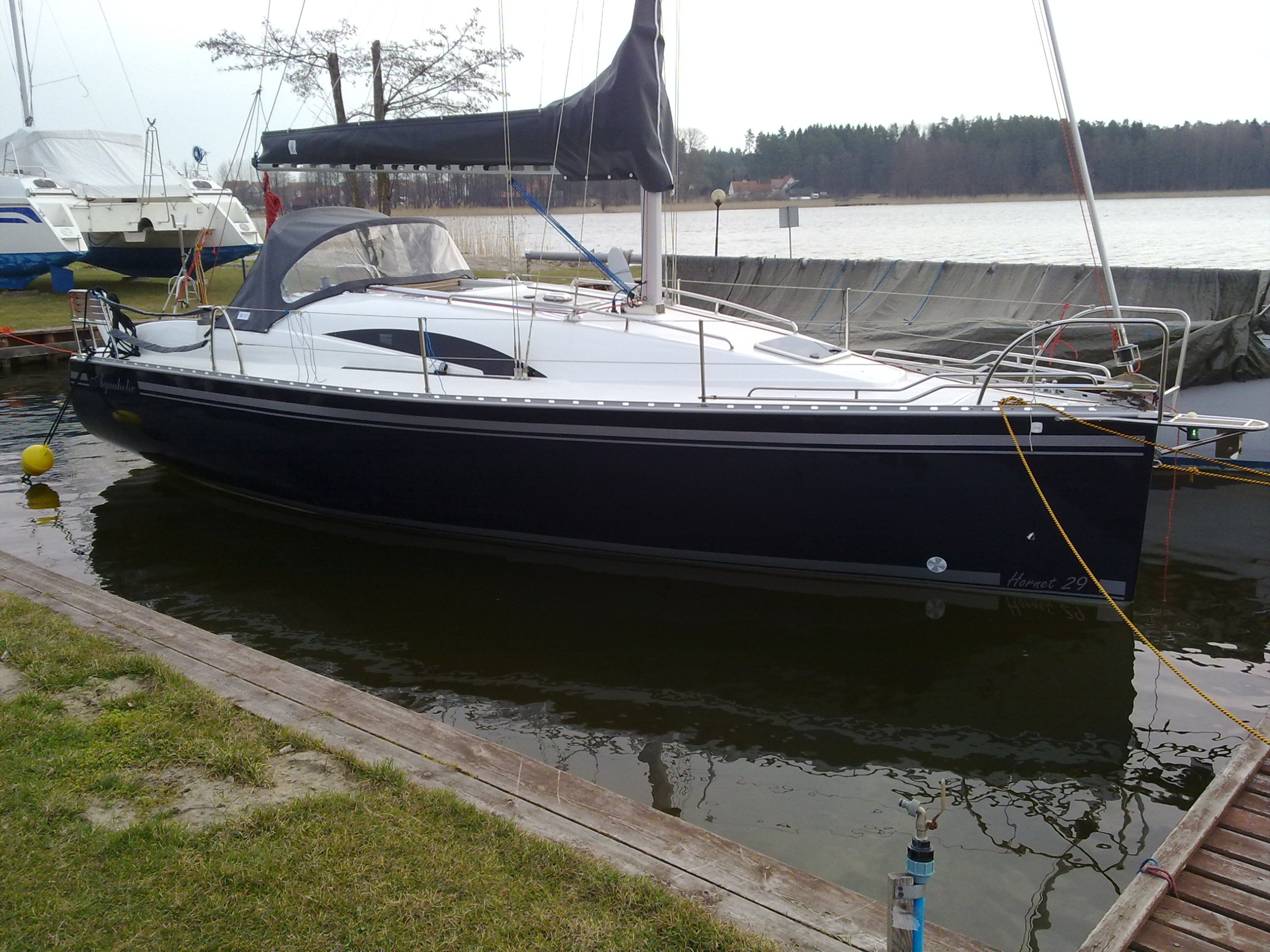 Czarter Jachtu HORNET 29 pełne wyposażenie