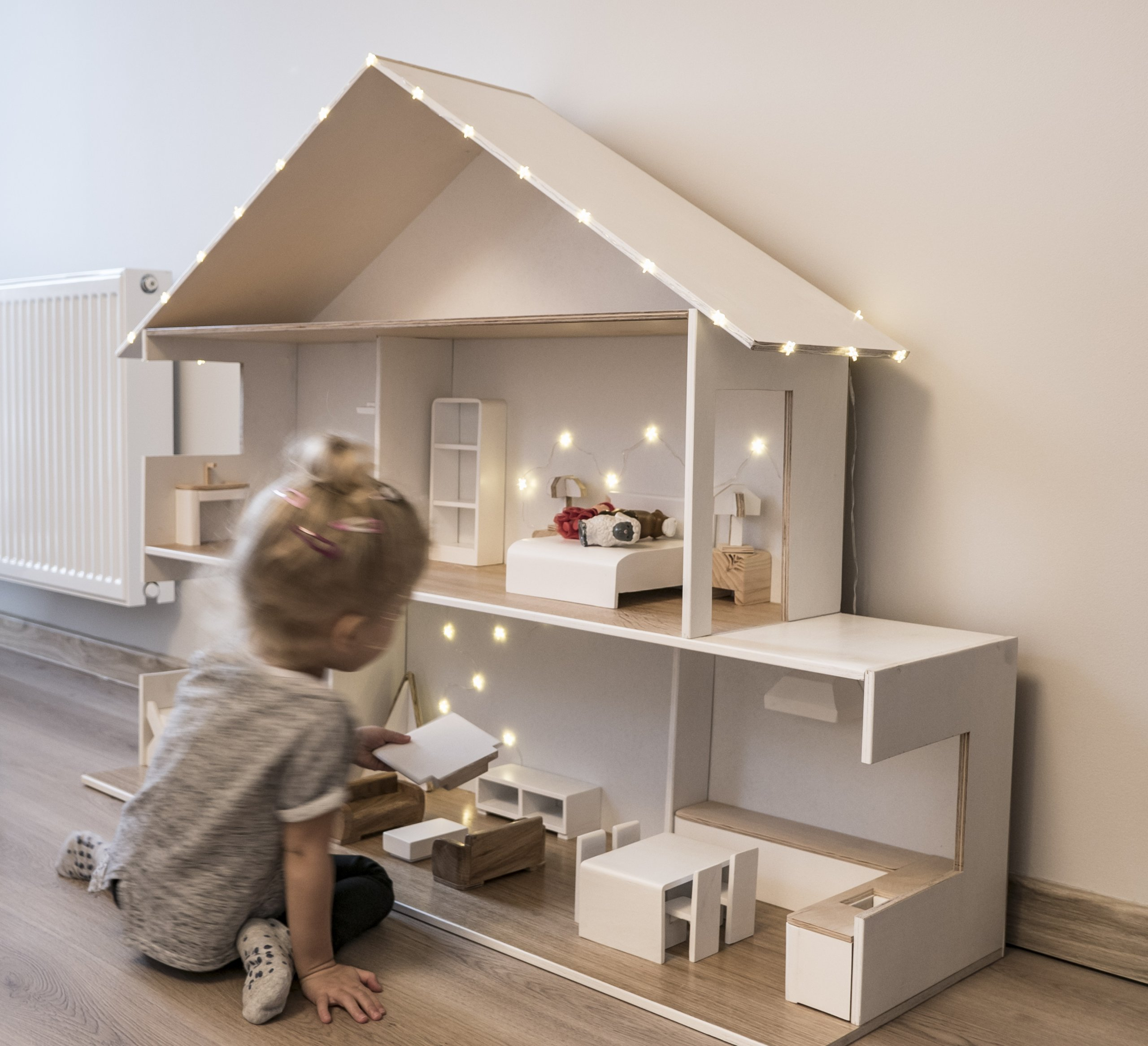 Drewniany Domek Dla Lalek Oświetlenie Mebelki