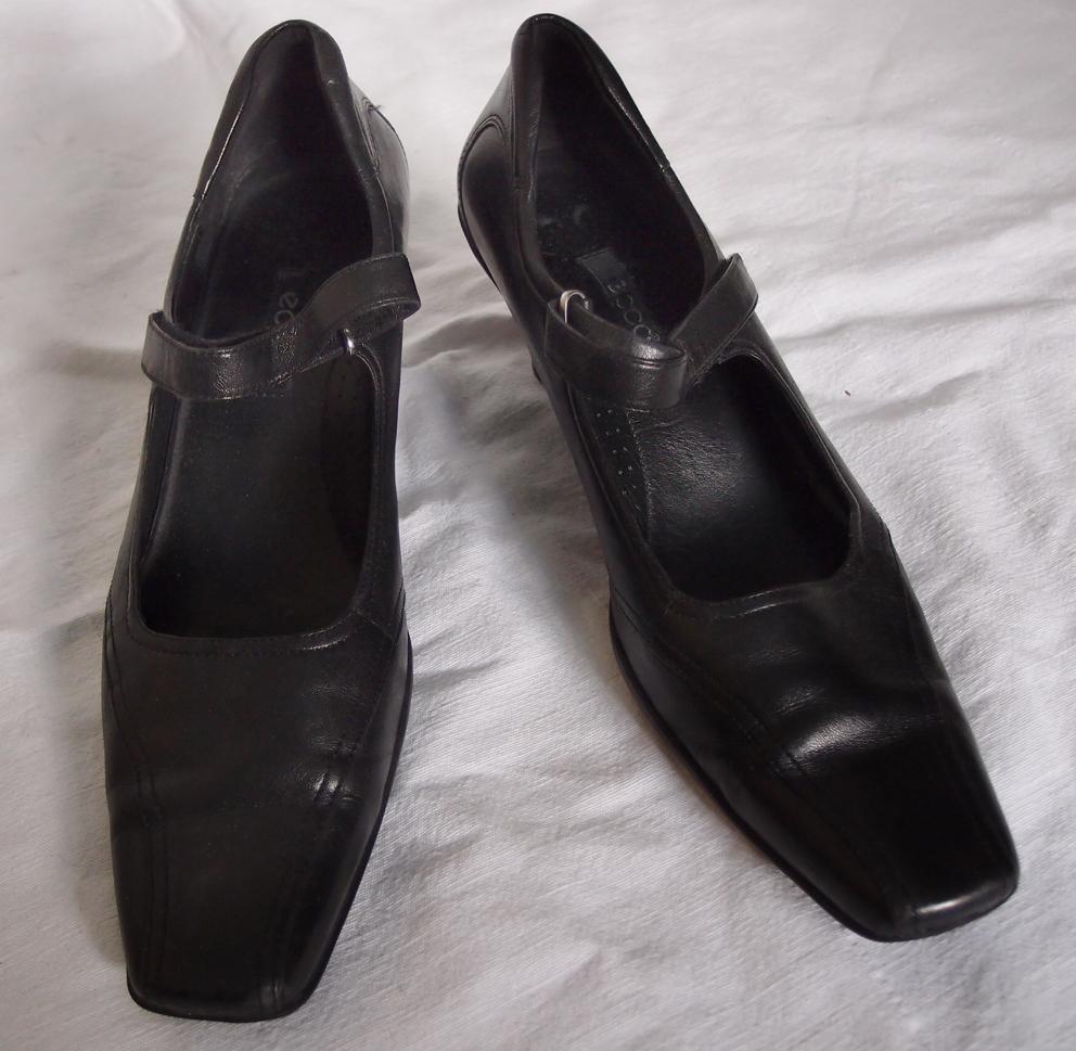 Wygodne skórzane buty czółenka Ecco na obcasie słupku rozm