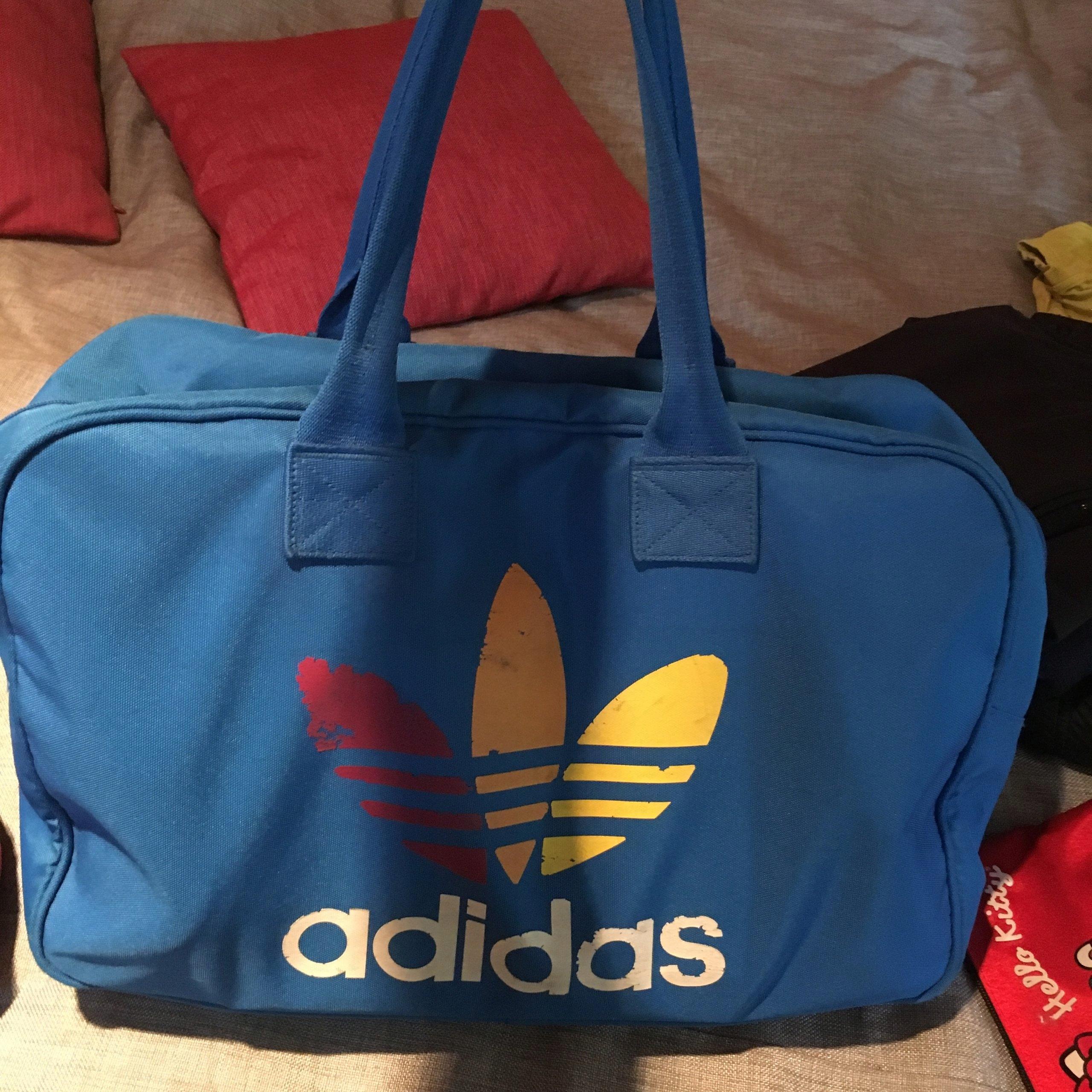 64cb2cab16a11 duża torba adidas niebieska oldschool - 7350598386 - oficjalne ...
