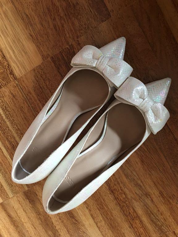 f25a380b Szpilki kremowe białe buty kokardka 40 łuska - 7296862873 ...
