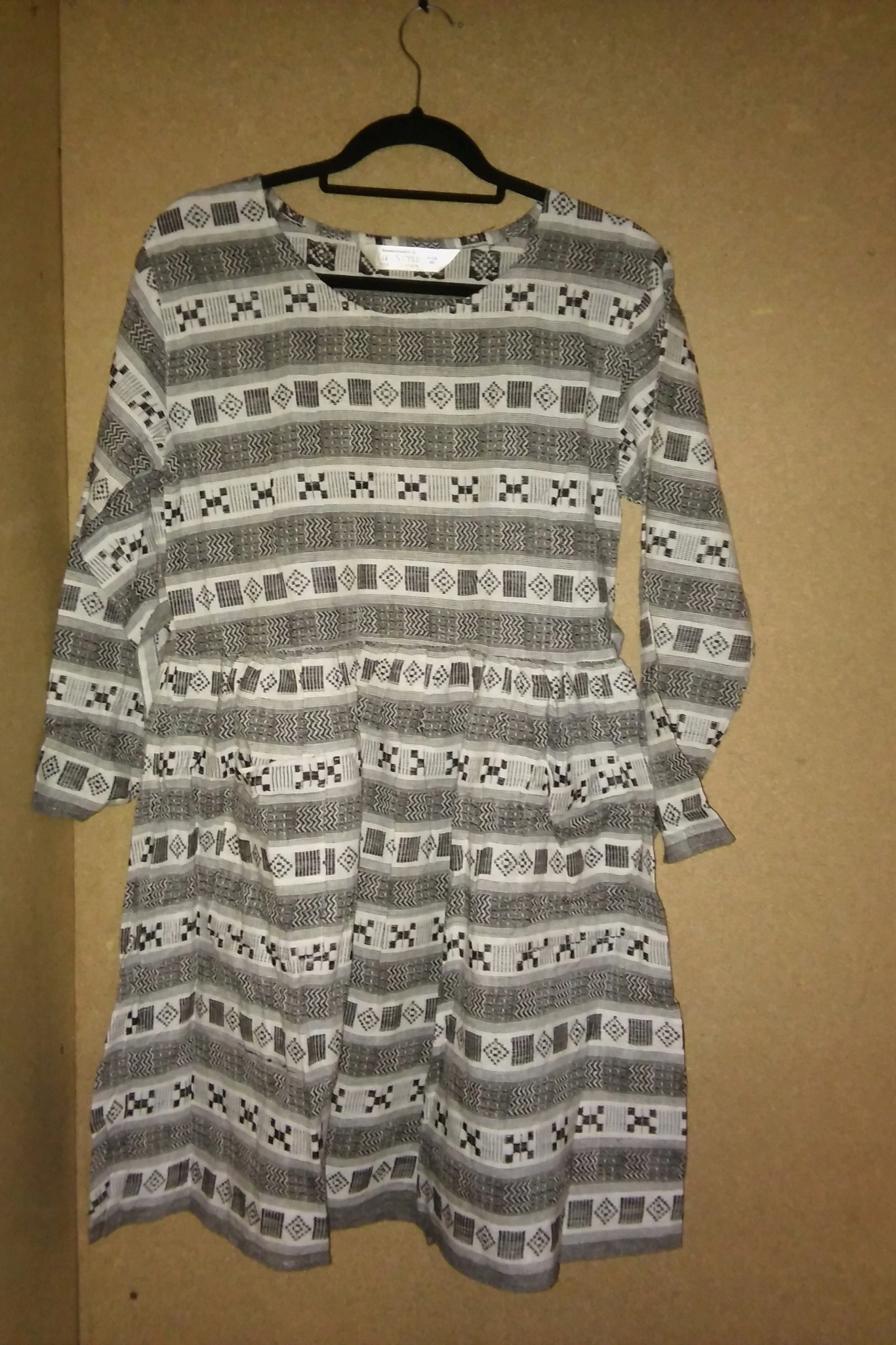 a9dc128813 Czarno biała rozkloszowana sukienka we wzory 48 - 7643755012 - oficjalne  archiwum allegro