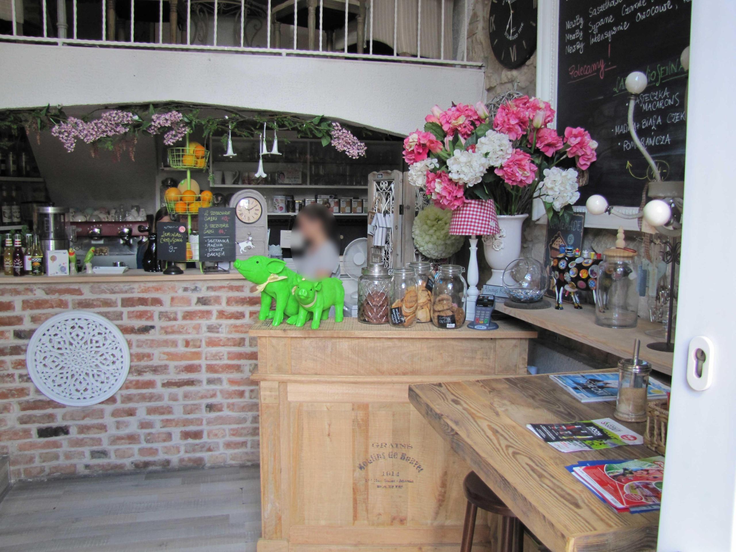 Wynajmę lokal po renomowanej kawiarni !!! POLECAM