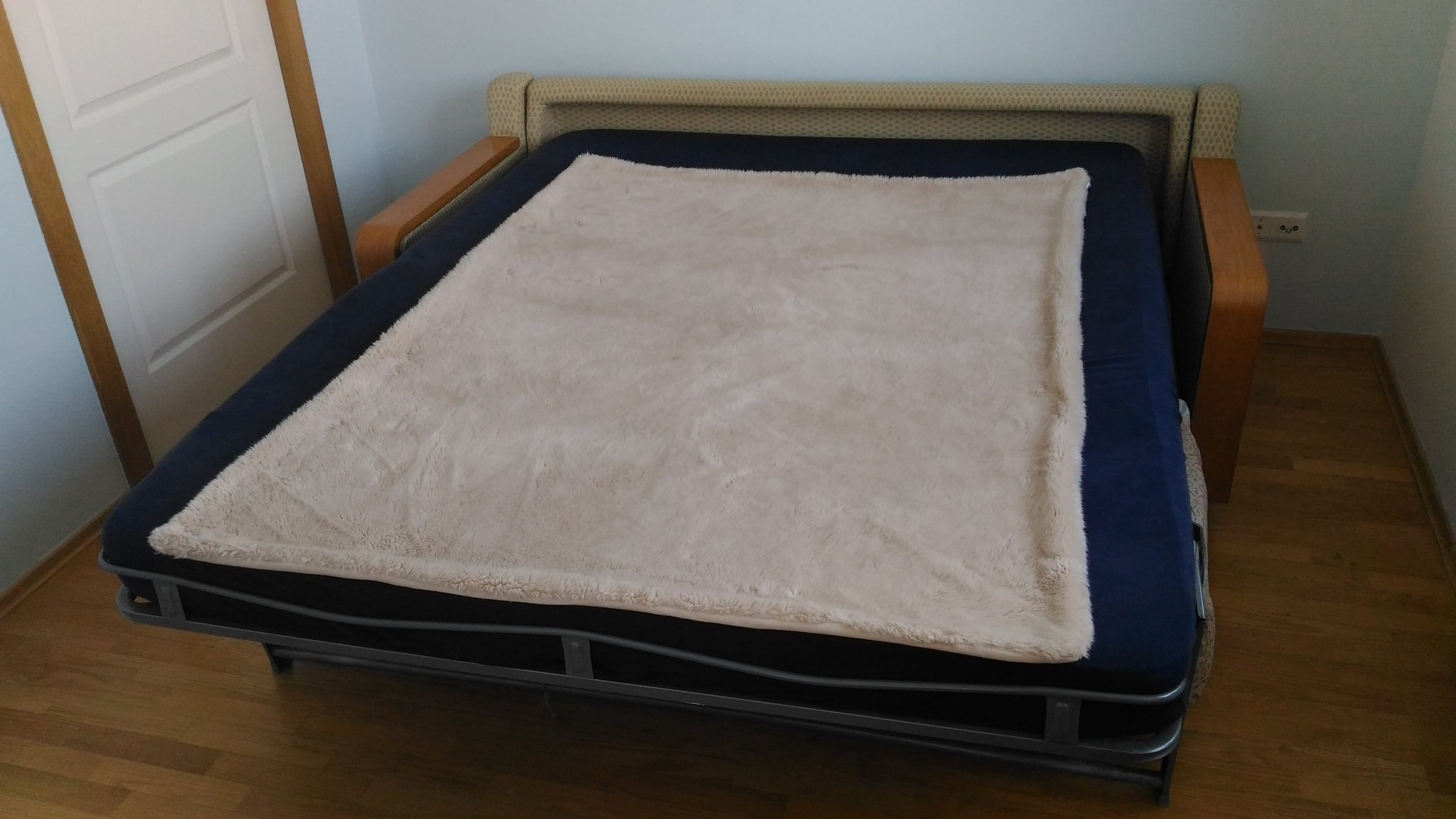 Rozkładana Sofa Z Wynym Materacem Do Spania
