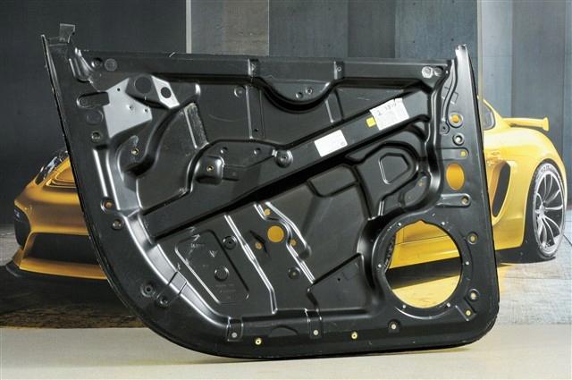 Porsche Cayenne 955/957 Wzmocnienie drzwi prz.LEWE