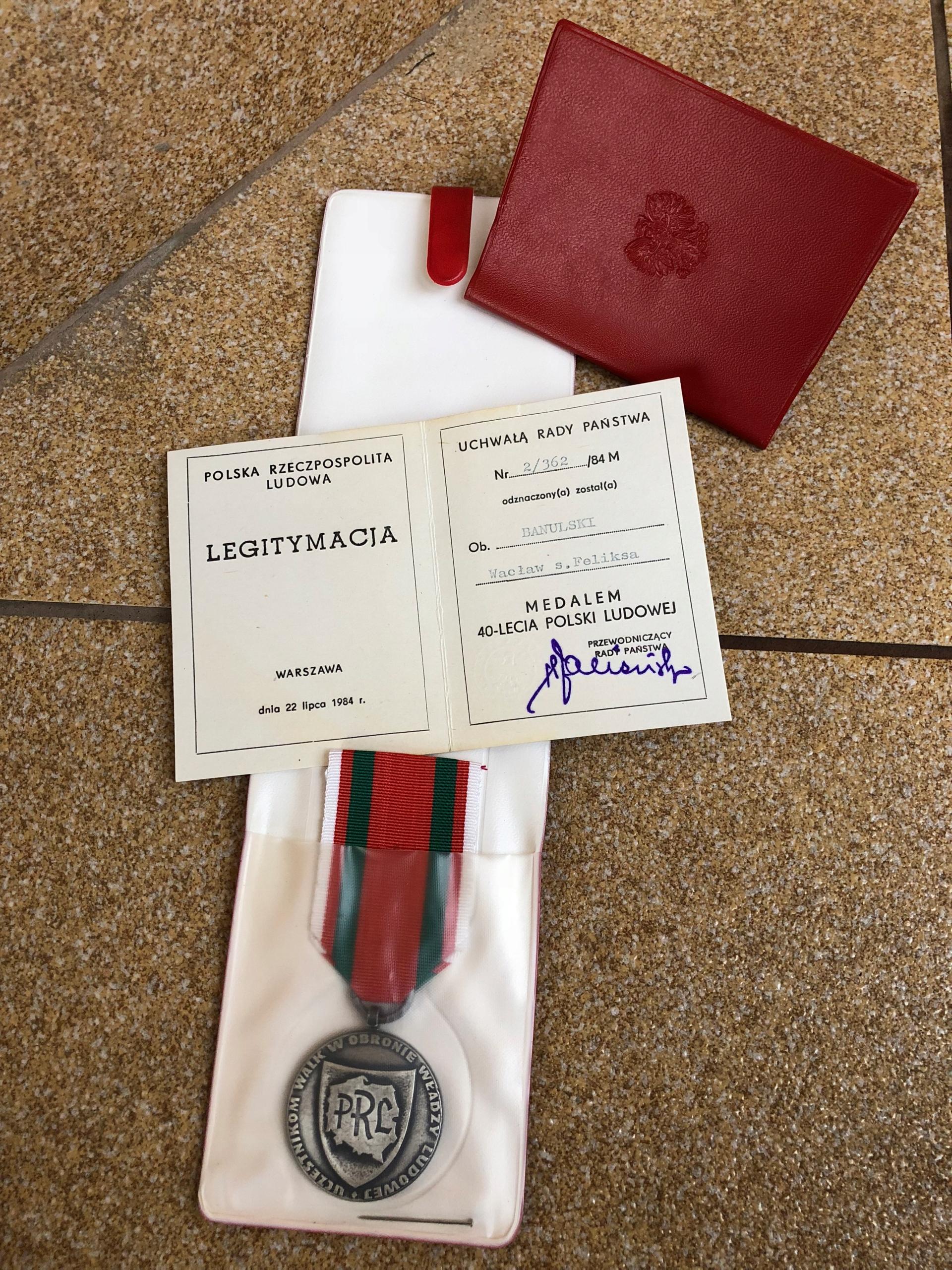 MEDAL 40- LECIA POLSKI LUDOWEJ / LEGITYMACJA