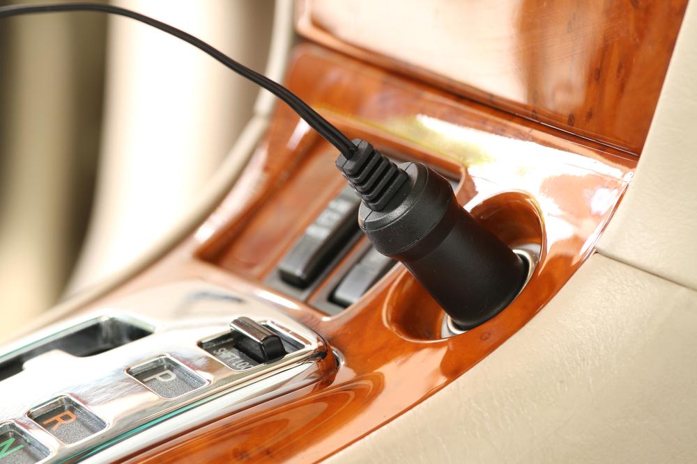 Ładowarki samochodowe, czyli jak zasilić smartfon w podróży