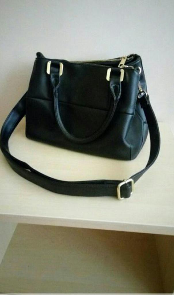 czarna  torba torebka Reserved kuferek na ramię
