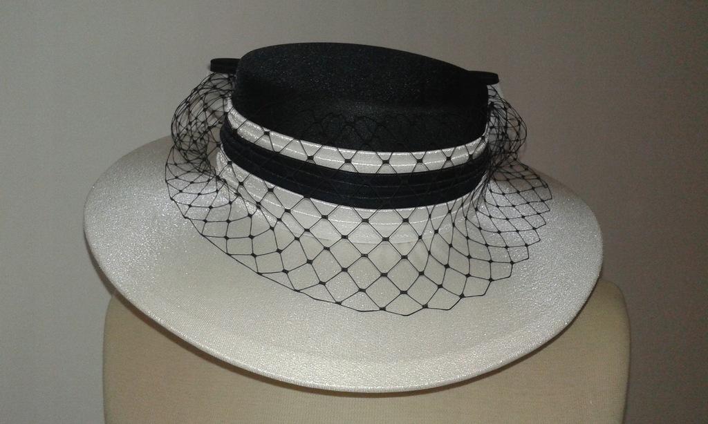 C&A Elegancki kapelusz z Wlk. Brytanii, rozm.M
