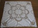 Piękny r.haftowany obrusik z koronką 88x88